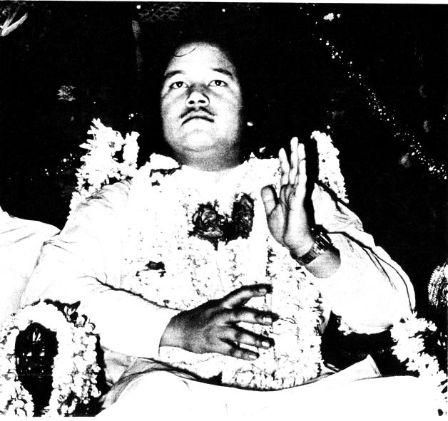 Maharaji Teaching About the Divine Nectar or 4th Meditation Technique