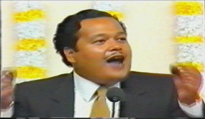 Prem Rawat (Maharaji) Teaching About Begging